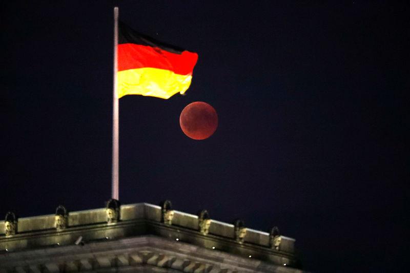 Almanya'da seçime 2 gün kala anketler SPD galibiyetine işaret ediyor