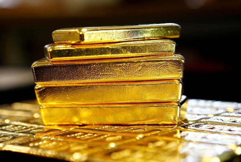 Altın, doların zayıflaması ile yaklaşık iki haftanın zirvesini gördü