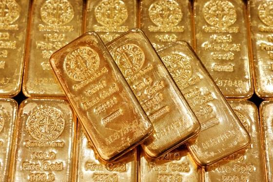 Altın, Evergrande'yle ilgili endişeler sürerken yükseldi