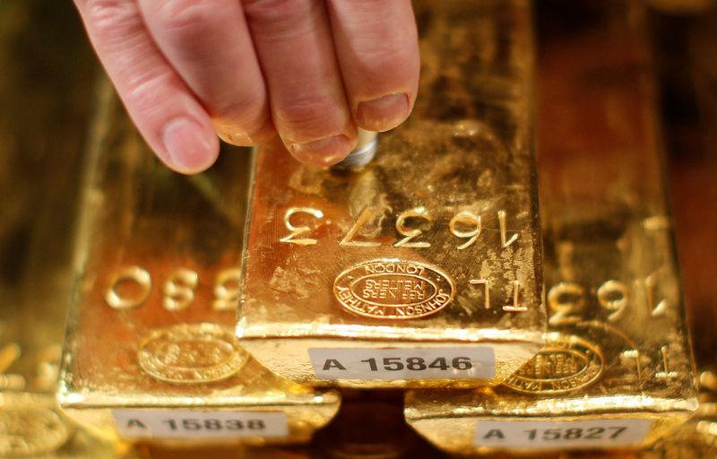 Altın yükseldi ancak ABD tahvil getirilerinin artmasıyla yedi yılın düşük seviyesine yakın
