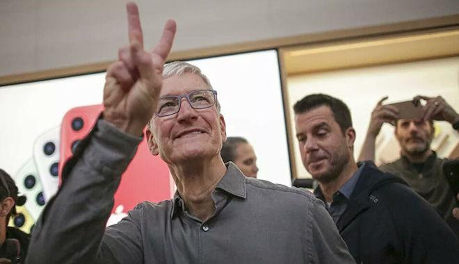 Apple CEO'su Tim Cook'a 750 milyon Dolarlık hisse jesti