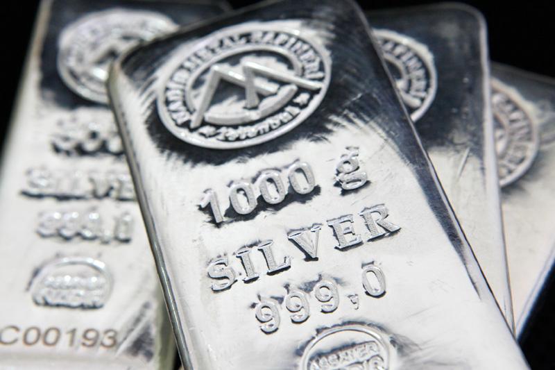 Bu ay %10'a yakın değer kaybeden gümüş, son bir yılın en düşük seviyesine geriledi