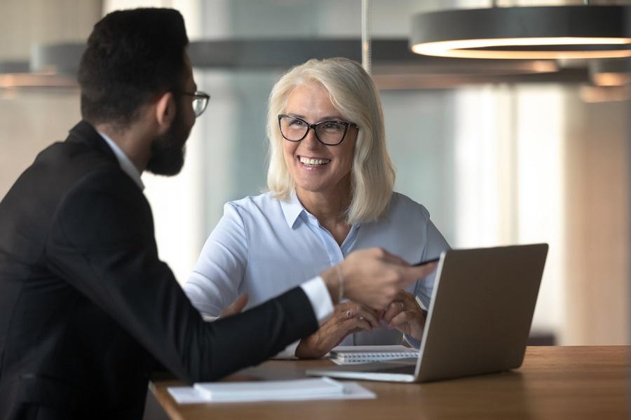 """Çalışanlarınız arasındaki nesil farkını """"Tersine mentorluk""""la kapatın"""
