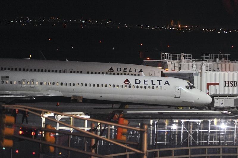 Delta, hedefin alt sınırında bir üçüncü çeyrek geliri öngörmesi üzerine değer kaybetti