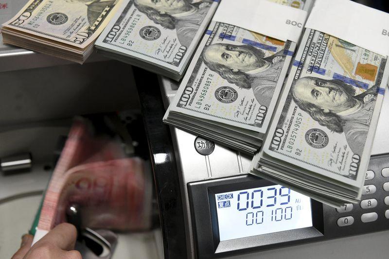 Dolar, üç haftanın düşük seviyesine geriledi, gözler istihdam raporunda