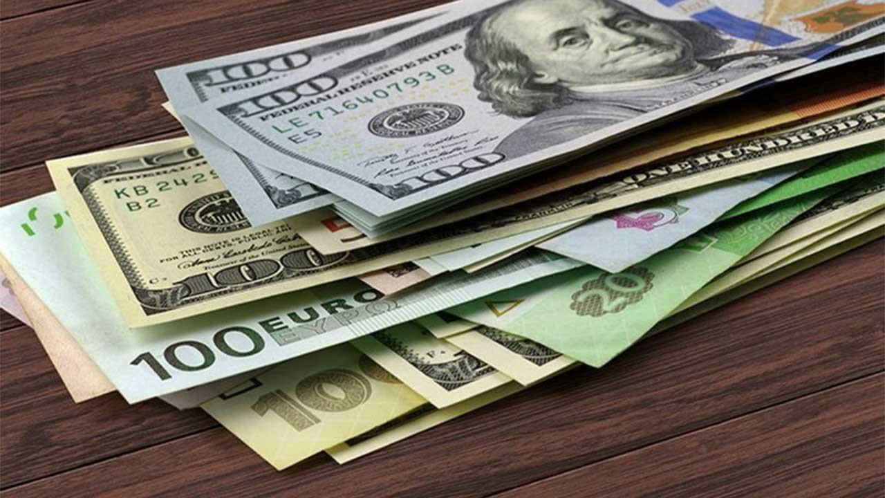 Dolar, yeni zirve sonrası 9,30'un altına çekildi