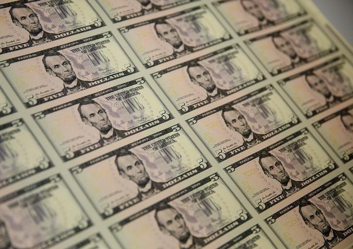 Dolar yükseldi, ECB toplantısı öncesinde euro stabil kaldı