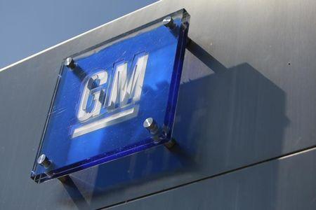 GM, Bolt üretimini iki hafta daha durduracağını söyledikten sonra değer kaybetti