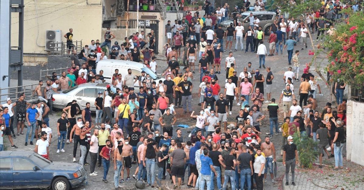 Lübnan'da onlarca kişi, akaryakıt sübvansiyonunu kaldıran Merkez Bankası Başkanı'nın evini basmak istedi
