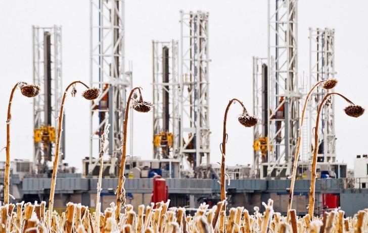Petrol, ABD ham petrol stoklarındaki büyük düşüş ve parlak yakıt talebi görünümü yardımıyla yükseldi