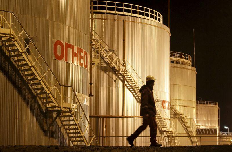 Petrol, ABD'de resmi verilerin ham petrol arzındaki artışı onaylaması ile düşüş yaşadı