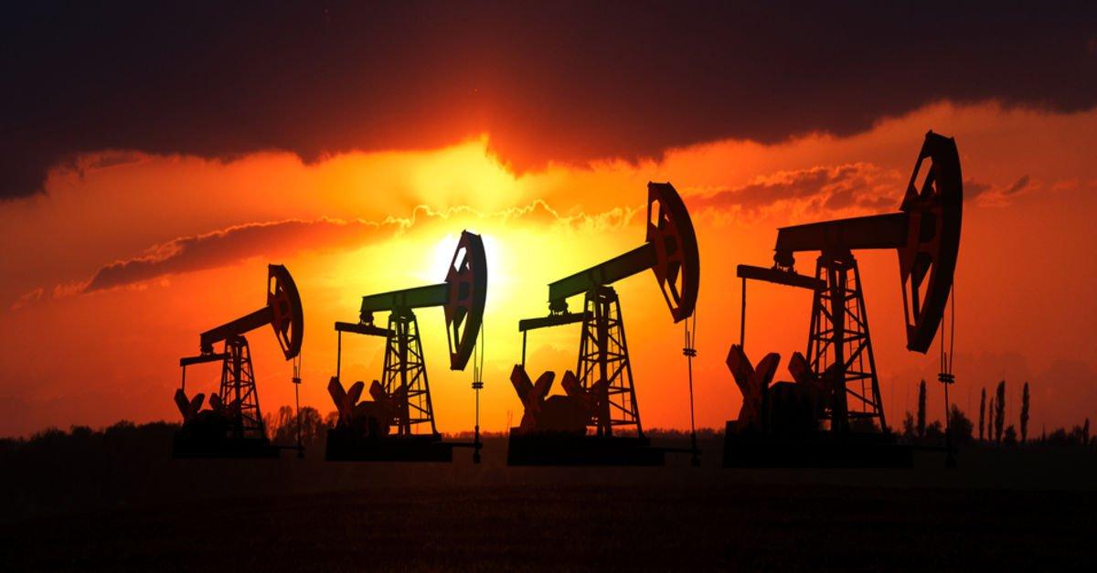 Petrol aylık raporlar sonrası düştü