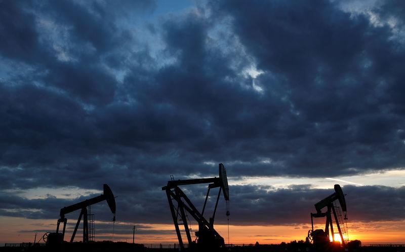 Petrol, Suudilerin fiyat indirimi ve yakıt talebinin belirsiz görünümü üzerine düşüş yaşadı