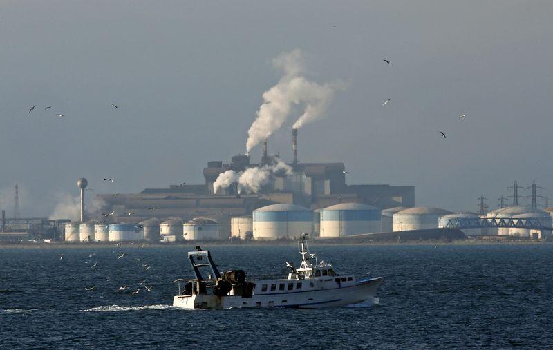 Petrol yükseldi, üreticiler Meksika Körfezi'ndeki potansiyel kasırgaya hazırlanıyor