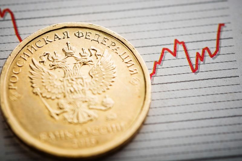Rus rublesi, euro karşısında Temmuz 2020'den bu yana görülen en yüksek seviyeye geldi