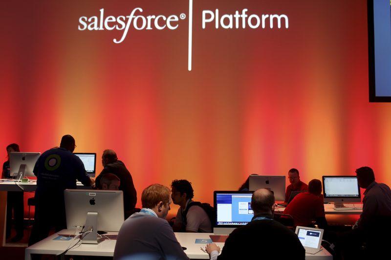 Salesforce, ikinci çeyrek tahminlerini aşıp hedefini üçüncü kez revize ettikten sonra yükseldi