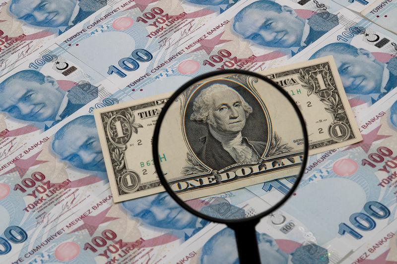 TÜFE ve Fed tutanaklarının ardından dolar karışık seyrederken lira yeni seviyelere düştü