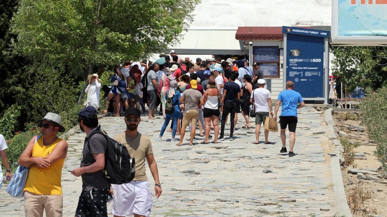 Yerli turist ilk çeyrekte 6,8 milyar lira harcadı